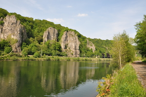 Ravel 2, 2 km away from the cottage, offers beautiful shows of the valley of the Meuse and its cliffs where many climbers climb.